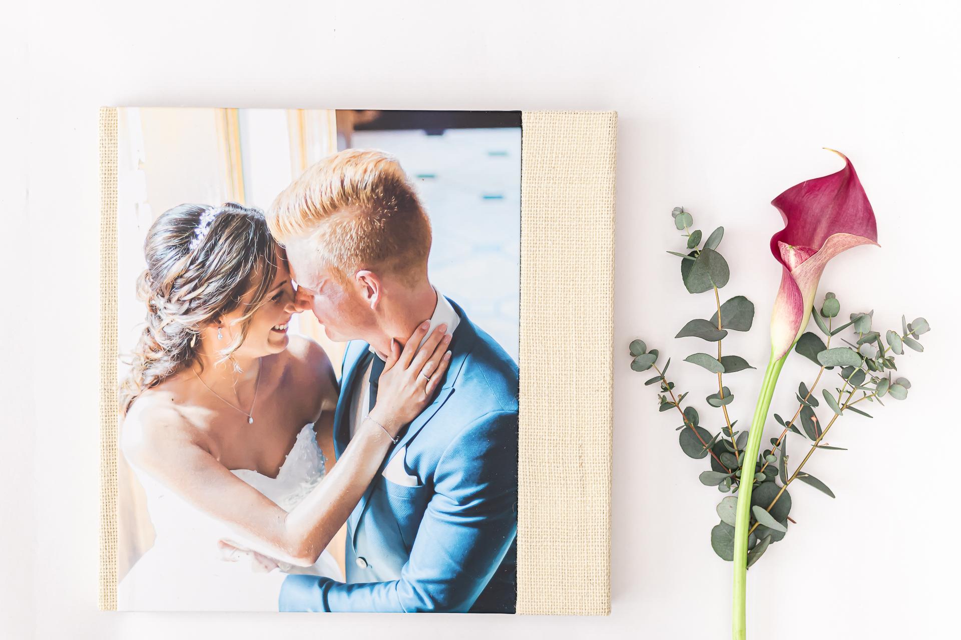 Foto producten voor een tastbare herinnering. 30x30 fineart album met embossing en 10 spreads en een fotocover