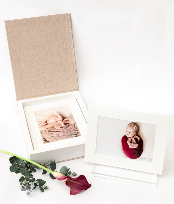 Foto producten voor een tastbare herinnering. passe-partoutbox met 10 beelden en een acrylhouder